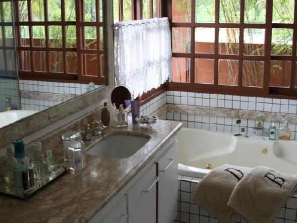 Mansão Park Way SMPW26 Cristiane Poleto Corretora de Imóveis -> Banheiro Com Banheira E Jardim De Inverno